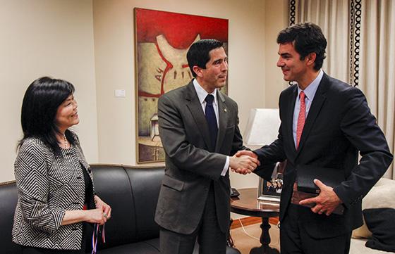 29-11-digitales-urtubey-con-embajador-paraguay01